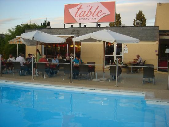 Ibis Roanne : The Pool and Restaurant