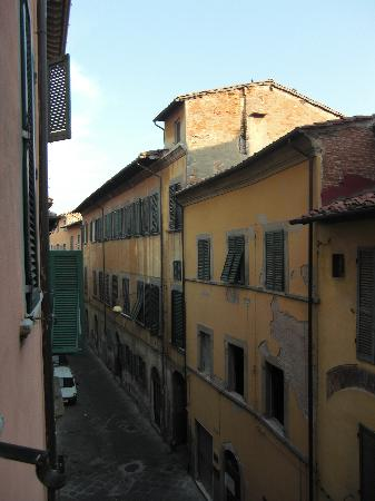 Leonardo Hotel: View from the window - old town of Pisa
