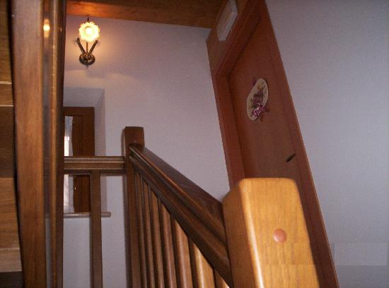 Casa Pimeo: scala interna al primo piano