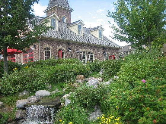 Historic Snowbridge Mountain Homes - Blue Mountain Resort: on the path around the pond