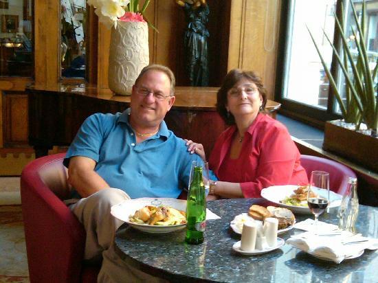 Hotel Paris Prague: Light Supper in the Bar
