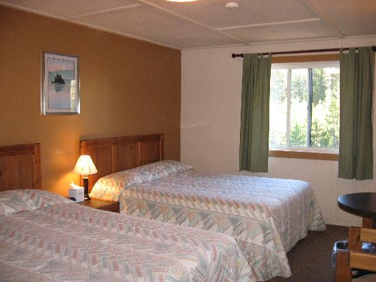 Mazama Village Motor Inn: Cabin room interior