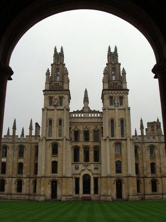 ‪All Souls College‬