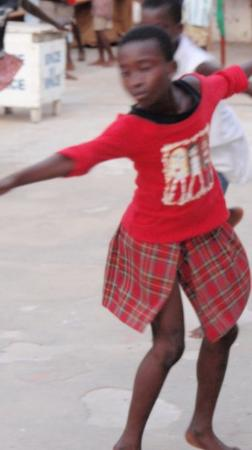 Cape Coast, กานา: Dancing child in the castle's yard