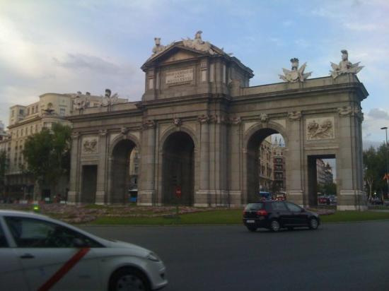 Puerta de alcal picture of puerta de alcala madrid - La puerta de alcala ...