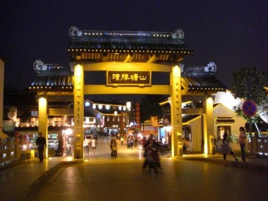 Suzhou, China: Shantang Jie (Shantang Street)