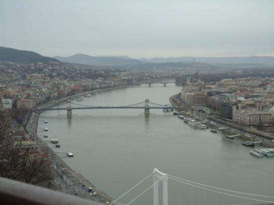 เนินเขาและอนุสาวรีย์เกลเลิร์ท: Budapest, Feb 07