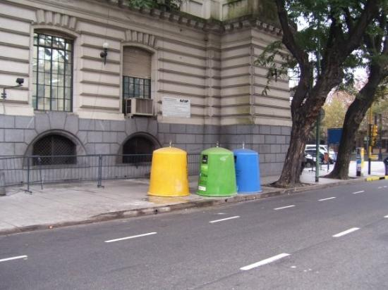 Buenos Aires Free Tour: Tachos de Basura
