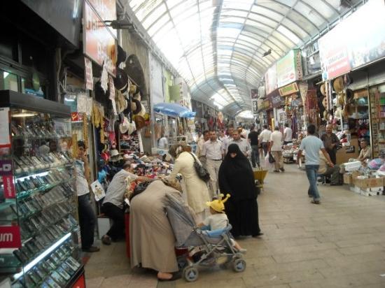 Kahramanmaraş, Türkiye: Kahranmanmaras. Bazaar. This town is a mix of Sunnis, Alevis, Kurds, Arabs all living together