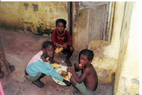 บันจุล, แกมเบีย: chop time, grant street banjul