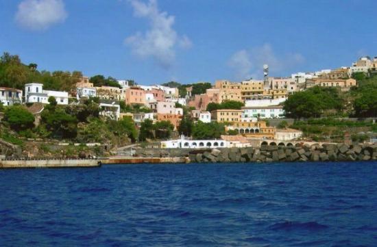 Ustica,vista dalla Nave - Picture of Ustica, Islands of Sicily ...