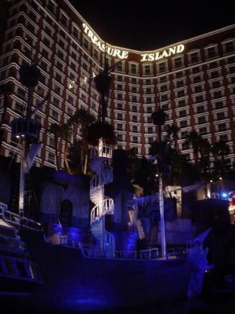 ทีไอ-เทรชเชอร์ ไอส์แลนด์ โฮเต็ล แอนด์ คาสิโน: Treasure Island