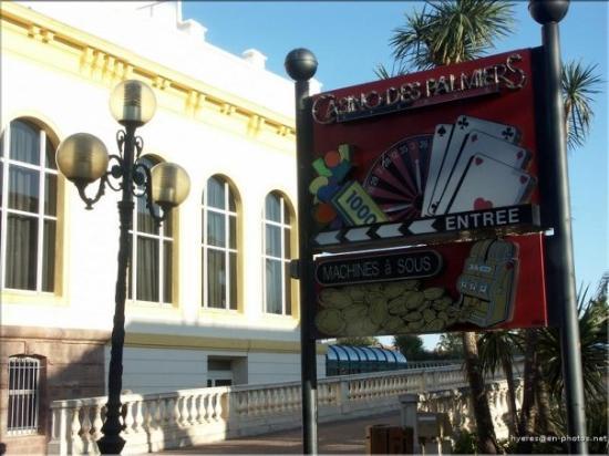ไฮเยเรส, ฝรั่งเศส: l'entrée du Casino