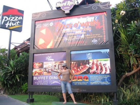 โรงแรมฮาร์ดร็อค: What a Billboard???