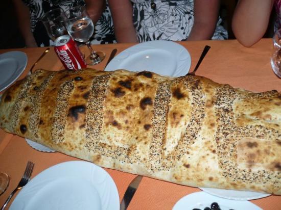 Foca, ตุรกี: Stamgjester får spesialbehandling.