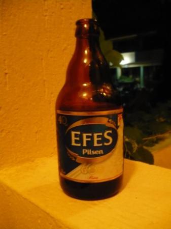 Foca, ตุรกี: Efes er både en antikk by og et bryggeri.  Lubne flasker.