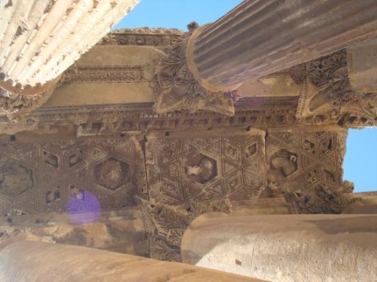 วิหารบาอัลเบค: Baalbek Ruins
