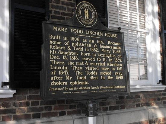 Mary Todd Lincoln House: Mary Todd Lincoln's home. We weren't allowed to take pictures inside. Also- it cost $18 for us t