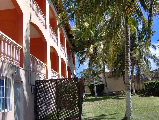 Hotel Casa Rita: jardin posterior hacia donde da el balcon con vista al mar