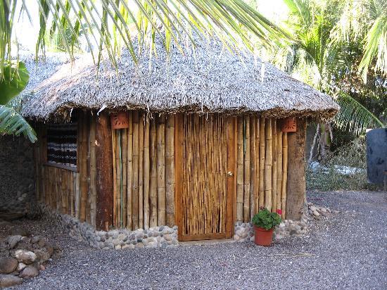 La Rosa de Las Barras: bamboo hut