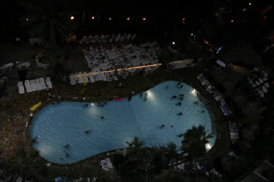 Holiday Inn Resort Panama City Beach: Pool at Night