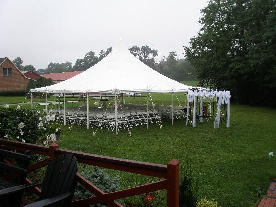 Canna Country Inn: 30 x 30 rented tent with the inn's gazebo