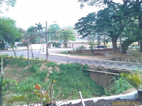 พอร์ตออฟสเปน, ตรินิแดด: This is the Prime Minister's (President's) residence.  The entrance is directly across the stree