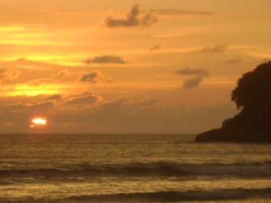 หาดสุรินทร์: one of the best sunset i've ever seen :)