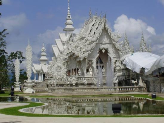 เมืองเชียงราย, ไทย: White temple along the way to Chiang Rai