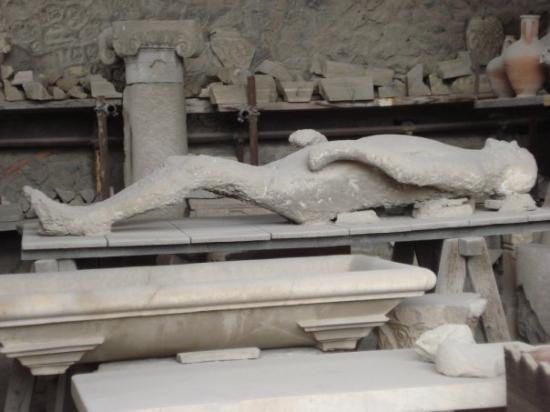 pompei report Thirty-three kilometers of ash, stones and deadly fumes spewing into the air 15  million tons of pyroclastic matter raining down every second thousands of.