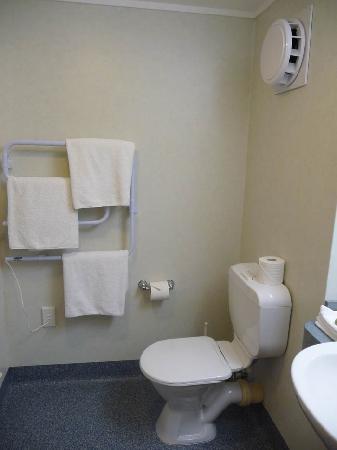 Holiday Inn Queenstown Frankton Road Toilet Heated Towel Rail Ventilation Fan