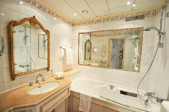 Hotel Le Regent: room 41, bathroom