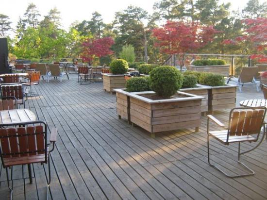Nacka, Sverige: Terassen var härlig! Fin utsikt över skärgården, en fruktbuffé och de varmla källorna precis ned