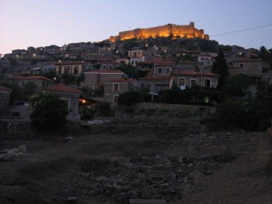 Μυτιλήνη, Ελλάδα: The castle with the ancient cemetery.