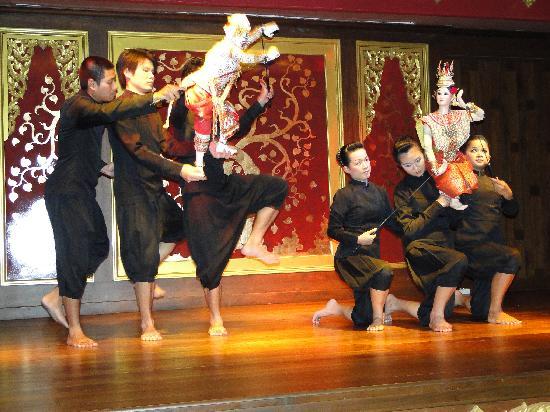 Impiana Resort Chaweng Noi: The Baan Boran master puppet show