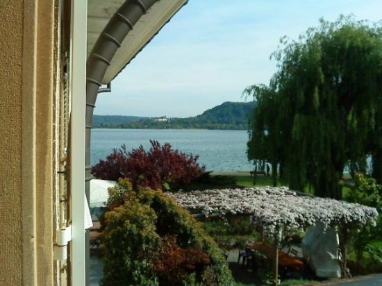 Hotel Jean-Jacques Rousseau : Vue sur le lac de la chambre