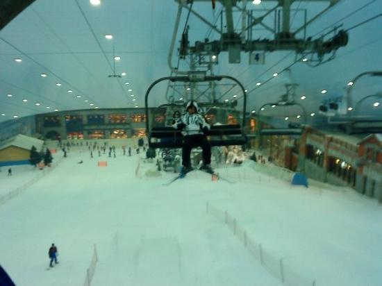 Ski Dubai: Remonte-pente de série