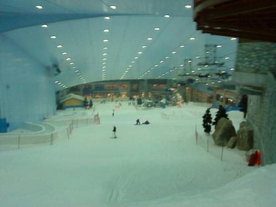 Ski Dubai: A mi-descente