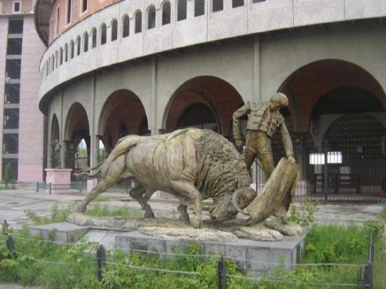 Aguascalientes, México: Monumento en las afueras de La Plaza de Toros