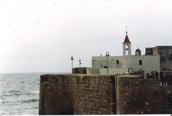 San Juan de Acre. La bandera del Vaticano y la de la Orden de Caballeros del Temple ondeaba en l