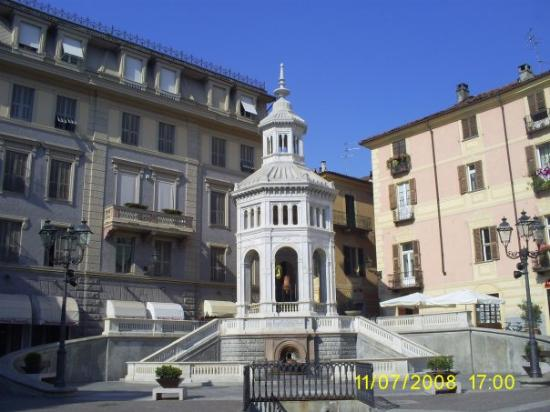 Acqui Terme Italy  city photo : Acqui Terme, Italy: Aqui Termi