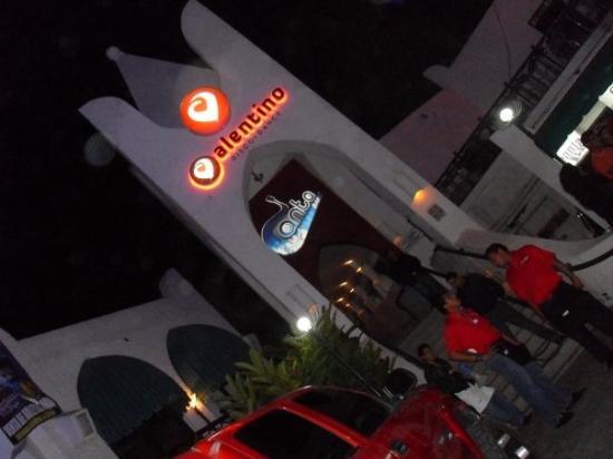 Valentino's & the Fiestaland Complex: valentiinOO!!