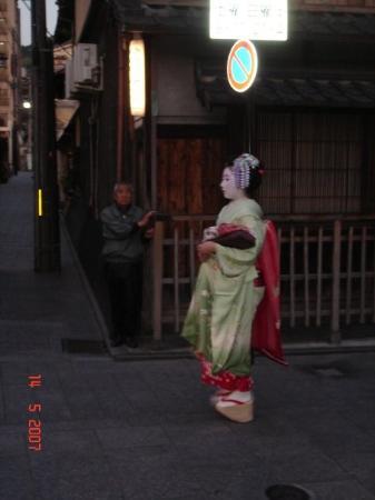 กิอง: Una maiko. Aprendiz de geisha