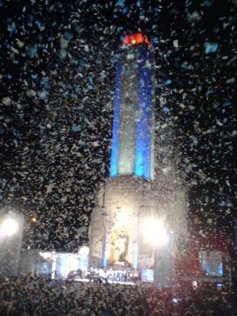 อนุสาวรีย์ธง: el monumento cumpliendo 50!!! estrenando luces