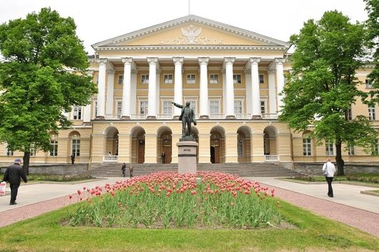 Historical and Memorial Museum Smolny : smolny institute