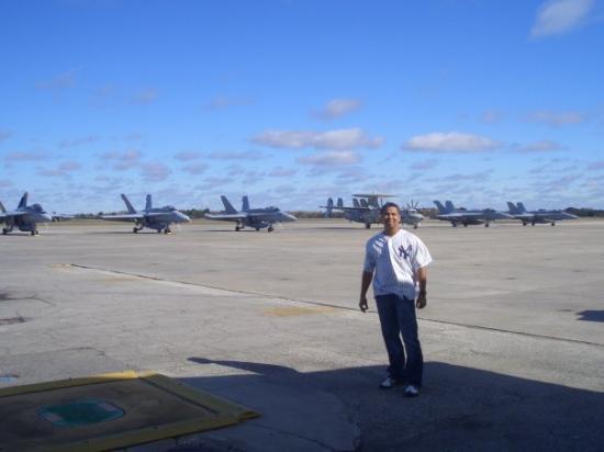 แจ็กสันวิลล์, ฟลอริด้า: en la pista de la base militar...a esa area no entra todo el mundo..supremamente restringida...p