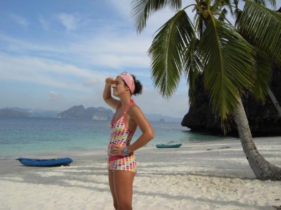 ปาลาวัน, ฟิลิปปินส์: Una delle bellissime spiagge delle Filippine. Io ammiro il panorama!