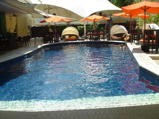 The room picture of radisson hotel brunei darussalam - Centrepoint hotel brunei swimming pool ...