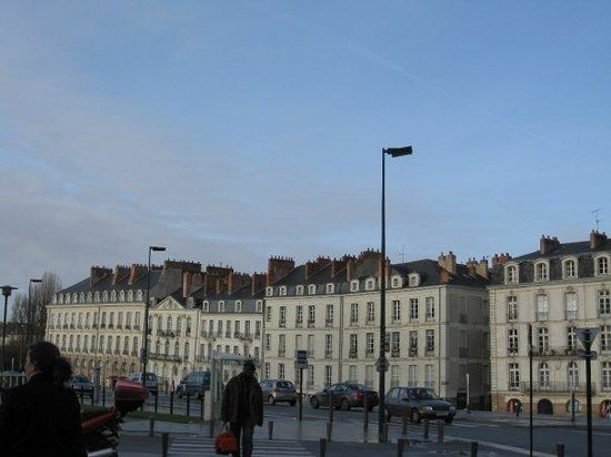 นองต์, ฝรั่งเศส: These buildings were built during Napoleon Bonaparte administration. Some roofs are not the same