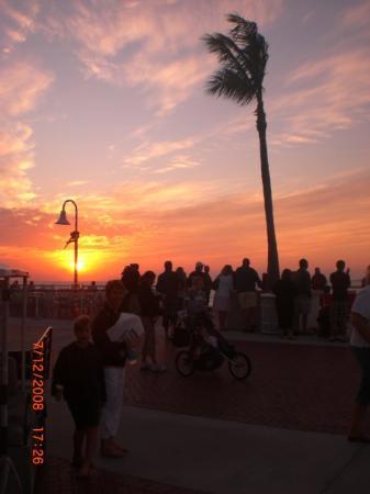 จตุรัสมาลลอรี: Mallory Square sunset celebration
